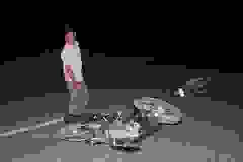 Xe máy đâm nhau trực diện trong đêm, 3 người nguy kịch