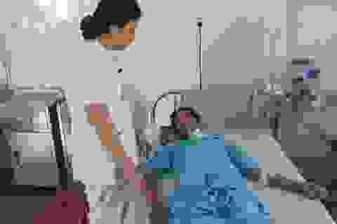 Cứu sống bệnh nhân bị vỏ chai đâm xuyên qua cổ