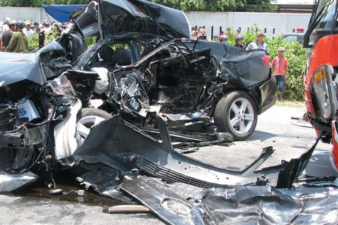 """Xe khách đua tốc độ - những """"sát thủ"""" gây tai nạn thảm khốc!"""