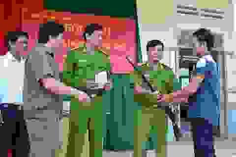 Người dân 1 xã giao nộp 68 khẩu súng tự chế