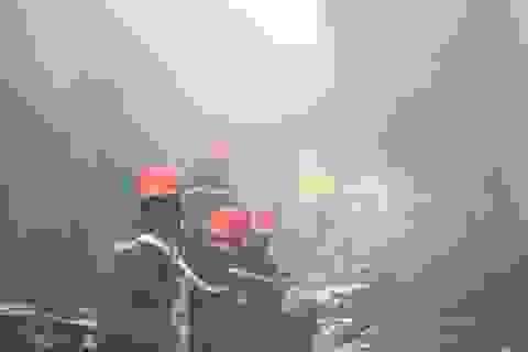'Bà hỏa' thiêu rụi xưởng gỗ, hàng chục công nhân bỏ chạy thoát thân