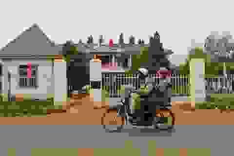 """Đắk Nông: Hàng trăm người lao động khốn đốn vì bị """"ngâm"""" tiền lương"""