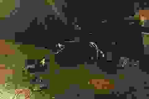 Xe máy tông thẳng xe tải vừa được dong về trụ sở công an vì gây tai nạn