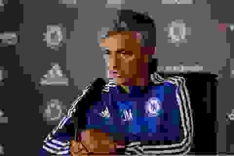 Chelsea kém cỏi, Mourinho đổ lỗi cho trọng tài