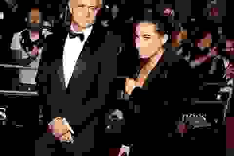 Con gái Mourinho hở táo bạo, nhận giải thưởng cùng cha