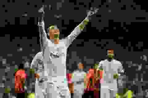 C.Ronaldo đổi trắng thay đen đòi phạt đền