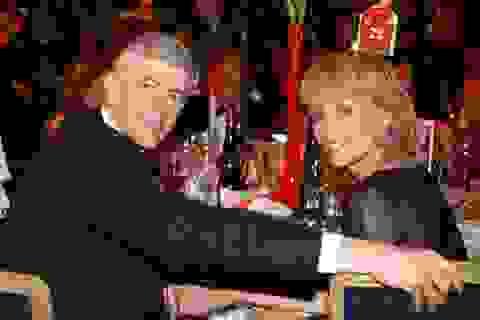 HLV Arsene Wenger ly dị vợ, theo bồ trẻ