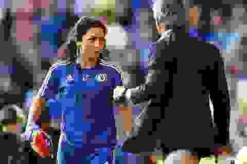 Nữ bác sĩ xinh đẹp Eva Carneiro sắp đưa Chelsea ra tòa