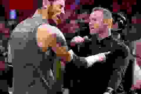 Bị khiêu khích, Wayne Rooney thẳng tay tát võ sĩ đấu vật