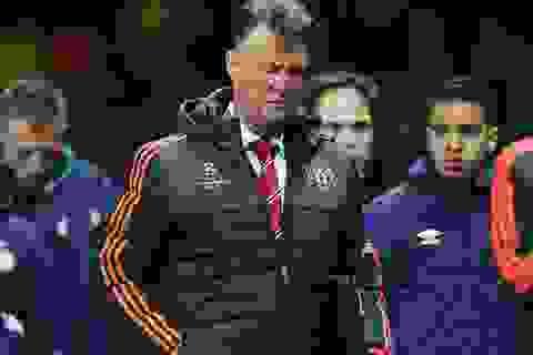 Van Gaal ngán ngẩm trước màn trình diễn tệ hại của MU