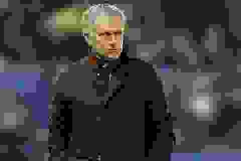 Mourinho chính thức bị Chelsea sa thải