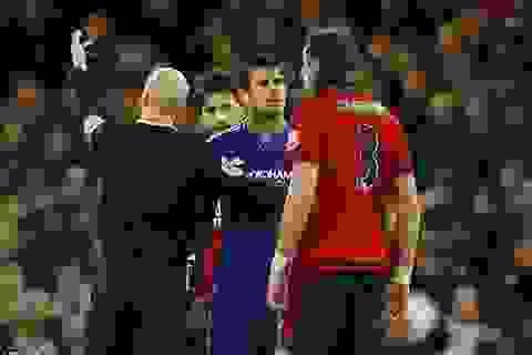 Bức xúc với bản thân, Diego Costa đấm… thủng tường