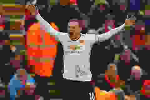 Wayne Rooney phá kỷ lục ghi bàn của Thierry Henry