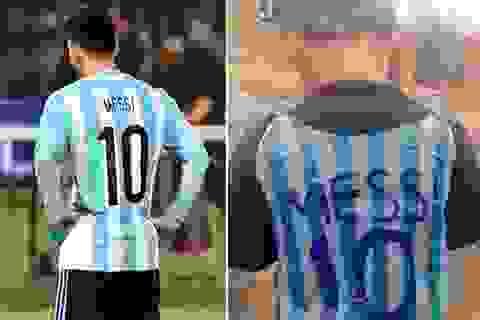 Cảm động trước cậu bé nghèo lấy túi rác làm áo Messi