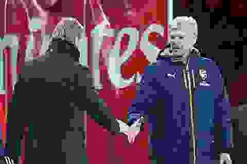 Nổi giận, Wenger cãi nhau trong đường hầm