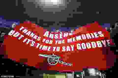 Cổ động viên Arsenal giăng biểu ngữ đòi sa thải Wenger