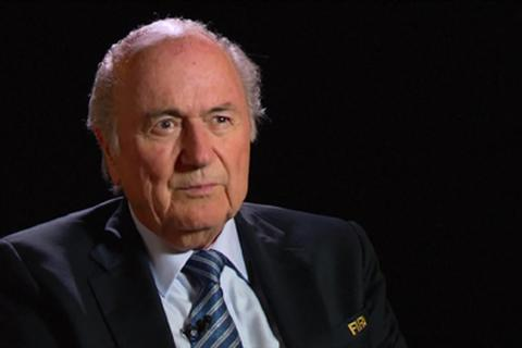 "Sepp Blatter ""vạch mặt"" UEFA gian lận trong bốc thăm"