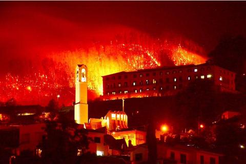 Quê nhà chìm trong biển lửa, C.Ronaldo vung tiền cứu trợ