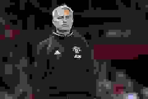 Con trai gây chuyện, Mourinho phải xin lỗi CĐV Chelsea