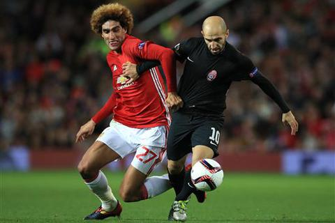 Muốn dùng Fellaini, Mourinho nên học Van Gaal