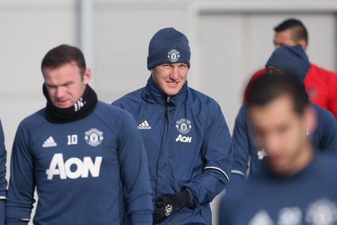 Schweinsteiger bất ngờ trở lại đội 1 của MU