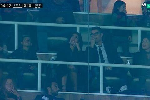C.Ronaldo công khai dắt bạn gái mới tới Bernabeu