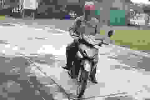 Công an truy bắt chiến sĩ quân y rởm bán… áo mưa