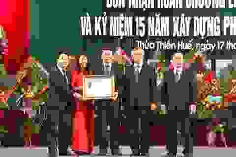 Trường CĐ nghề Du lịch Huế nhận Huân chương Lao động hạng Nhì