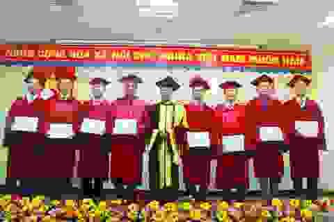 Trao bằng cho 38 bác sĩ tốt nghiệp chuyên khoa I, II