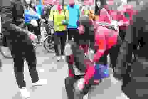 Huế:  Nữ sinh lớp 10 bị nhóm bạn vây đánh trước cổng trường