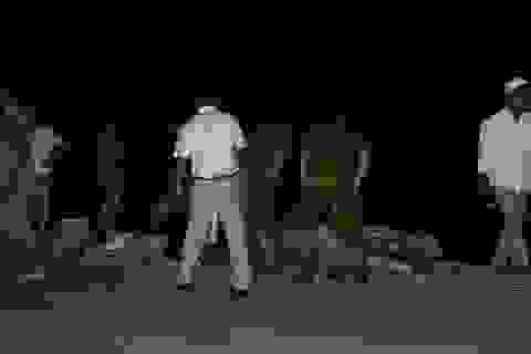 2 người chết, 3 người nguy kịch khi xe máy đối đầu trong đêm