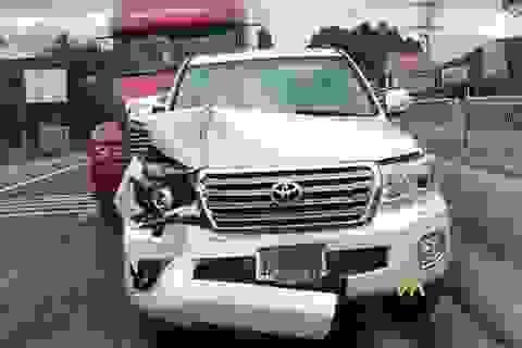 Tai nạn liên hoàn, 10 khách du lịch Lào may mắn thoát nạn