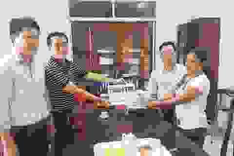 Trao hơn 44 triệu đến chị Lê Thị Phương Thảo