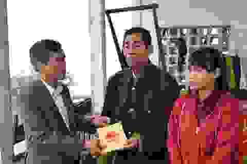 Khen thưởng cụ ông 73 tuổi liều mình cứu nữ sinh trong lũ