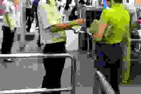 Phát hiện nữ hành khách dùng giấy tờ giả đi máy bay