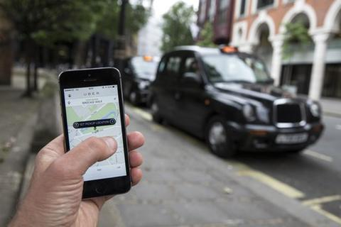 Kiến nghị tạm dừng hoạt động của taxi Uber, Grab tại Việt Nam