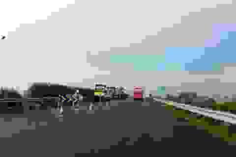 Ùn tắc trạm thu phí vì thi công nâng cấp đường cao tốc