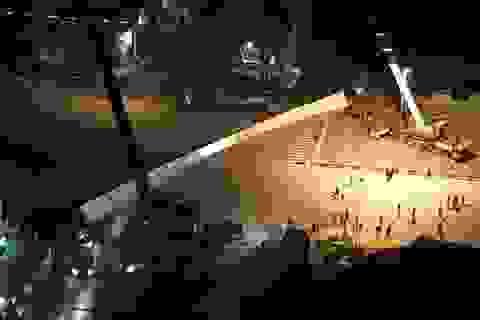 Hà Nội: Dầm cầu vượt khổng lồ rơi xuống đường
