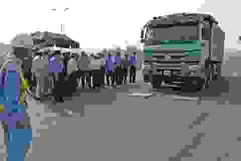 """""""Cấm cửa"""" hàng nghìn xe quá tải đi cao tốc Nội Bài - Lào Cai"""