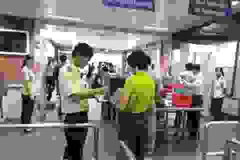 Một thiếu nữ bị phát hiện dùng giấy tờ giả đi máy bay
