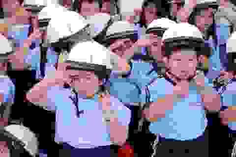 Trao tặng hơn 1.000 mũ bảo hiểm đạt chuẩn cho trẻ em