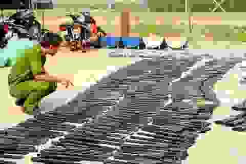 Phát hiện xe tải chở hơn 500 khẩu súng và ống giảm thanh