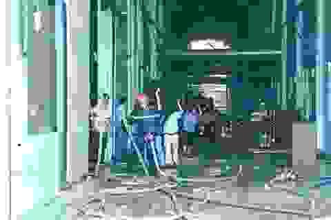 """Công ty gỗ bốc cháy dữ dội giữa trời nắng như """"đổ lửa"""""""