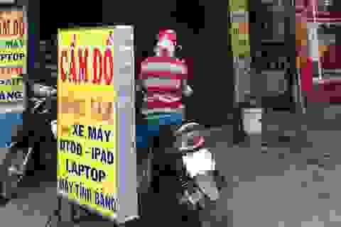 """Thế giới """"ngầm"""" của các tiệm cầm đồ tại Sài Gòn đang... """"đứng hình"""""""