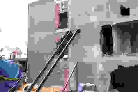 Nhà đang hoàn thiện phải phá bỏ vì nghiêng nặng
