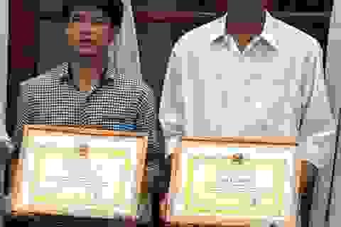 Khen thưởng 2 thợ hồ dũng cảm cứu người trong lũ