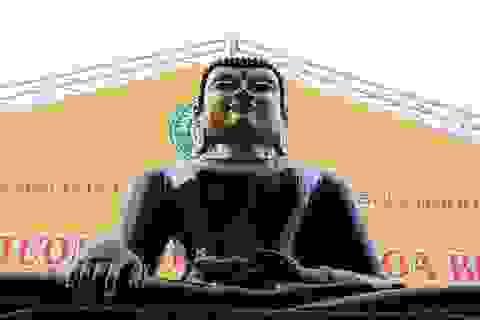 Tượng Phật Ngọc hòa bình thế giới đến Bình Dương