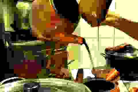 Quán cà phê gần 100 năm tuổi tại Sài Gòn, pha chế theo lối xưa