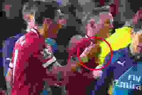 """Van Gaal: """"Di Maria xứng đáng nhận thẻ đỏ"""""""