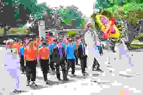 Tuyển Việt Nam và U23 thắp hương Đại tướng Võ Nguyên Giáp